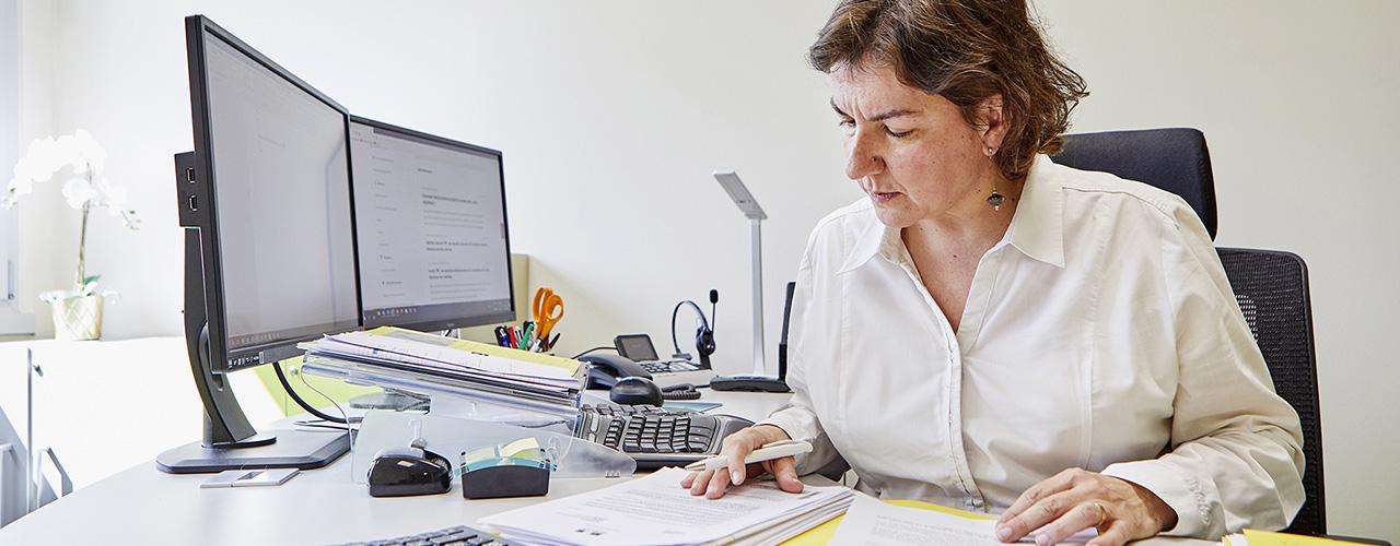 Patricia Bégoc, avocate en droit du travail à son bureau