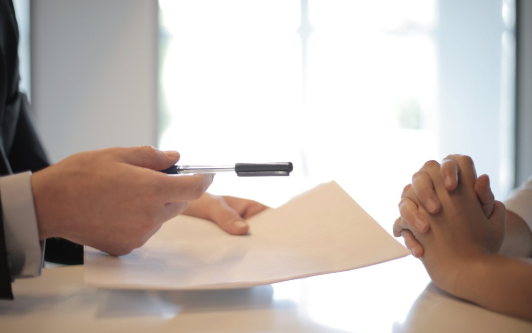 Le salarié qui accepte une rétrogradation en signant un avenant à son contrat de travail peut-il par la suite contester cette sanction ?